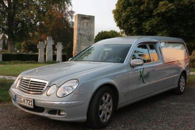 Bestattungsfahrzeug Bestattungshaus Kraft