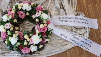Kranzschmuck Bestattungshaus Kraft